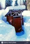 usa-alaska-iditarod-trail-finger-lake-winterlake-lodge-outhouse-with-D9Y82N.jpg